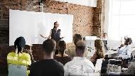 開會前後跟誰說話也很重要!學會這4招,輕鬆把開會當個人舞台,讓老闆留下好印象