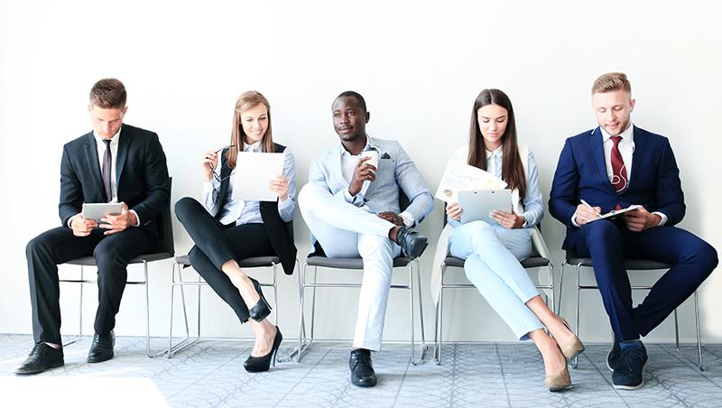 刷求職網站、丟出履歷就是「找工作」?想快速找到好工作,人資專家:你該每天花8小時做3件事
