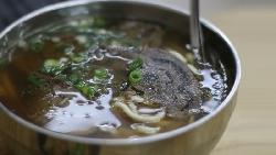 蒜泥白肉不能加醬油膏、牛肉麵別急著加酸菜...揭密百年飯桌!知典故讓你吃飯不踩雷