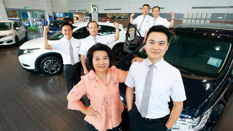 博達汽車董事長張麗玉(左)、博達汽車管理經理莊祥琳(右)