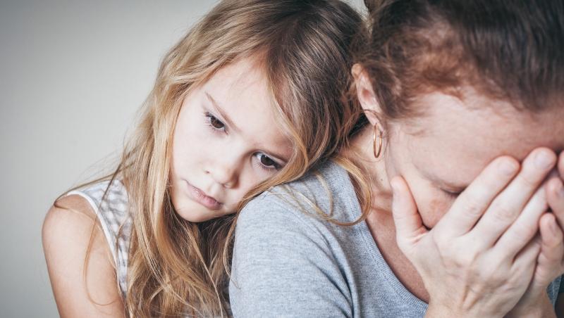 從公主變保姆!跌落寶座的第一個女兒...心理諮商師解析:母女關係裡的「長女病」