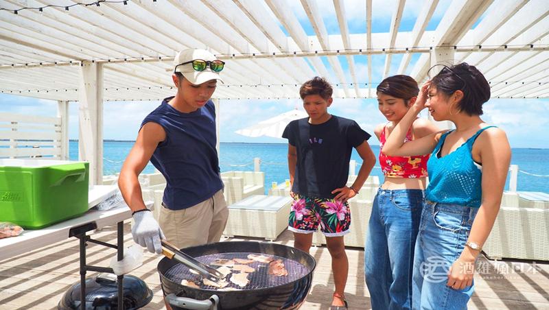 暑假最爽懶人玩法!沖繩浮潛、烤肉、啤酒喝到飽...這間露營地「人去就好」,零準備的烤肉攻略!