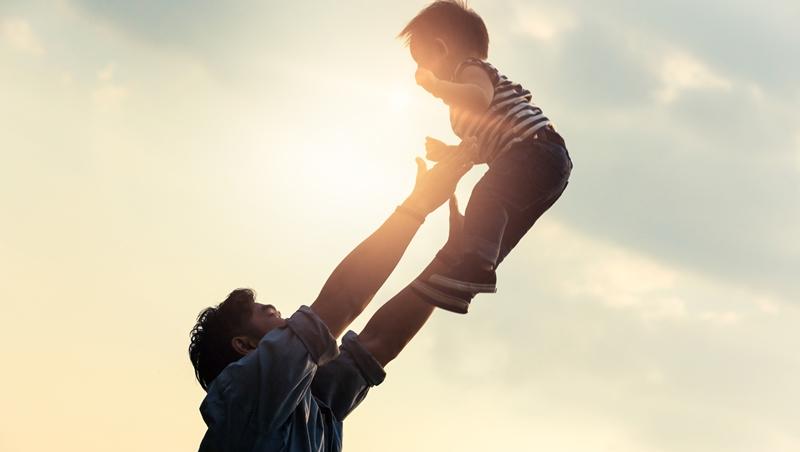 頭髮愈來愈少、肚子愈來愈大?形象專家給爸爸們的父親節「禮物」,3個小提醒打造年輕活力