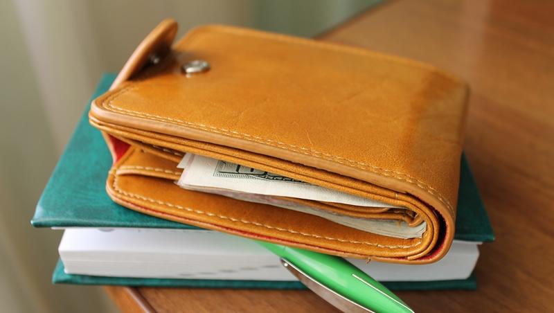 關鍵時刻,在錢包裡放很多錢吧!日本心理學家:大筆的鈔票,能帶給你自信