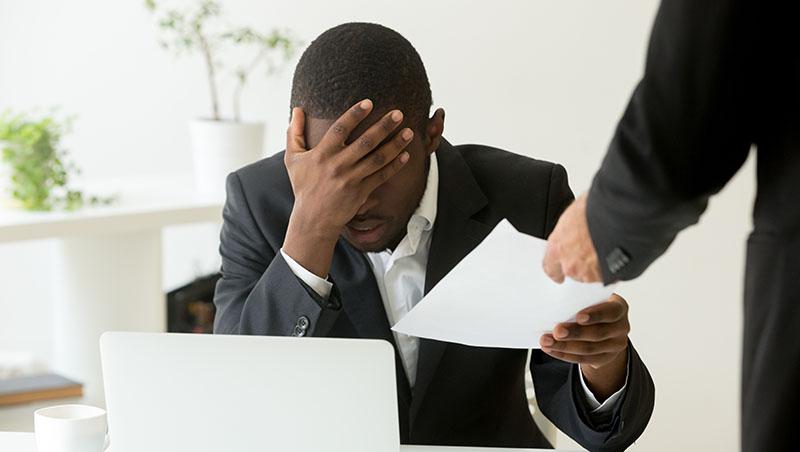 沒簽勞動契約,會計被拿去當店員用...如何面對公司無理調動,人資專家:第一步要這樣做