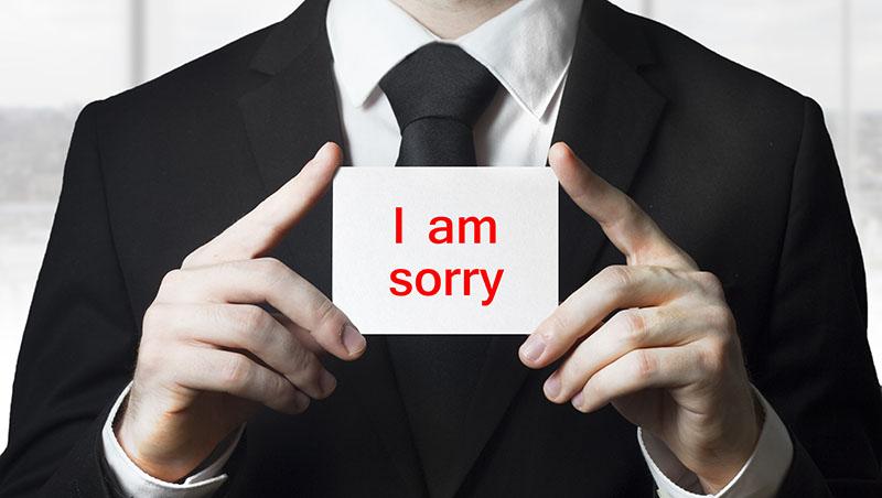 給長官簽公文、漏接電話開頭都先「對不起」...?資深公關:你以為的客氣,其實只會讓別人看不起