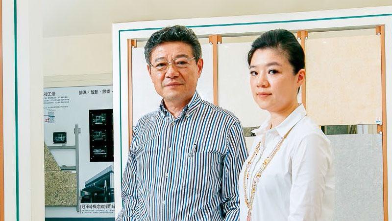 冠軍董座林榮德和女兒林孟瑜(右)談轉型時說,好商品也要有好服務,不能只是工廠思維。