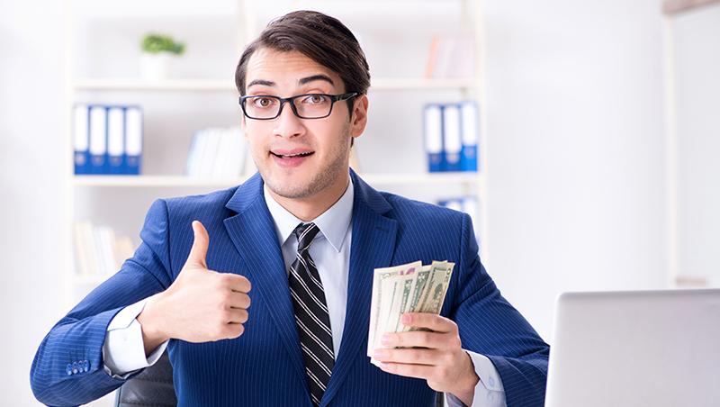 遲到照每分鐘扣錢,扣到員工領不到薪水還要倒貼?人資專家:馬上做這個動作,拿回你薪水