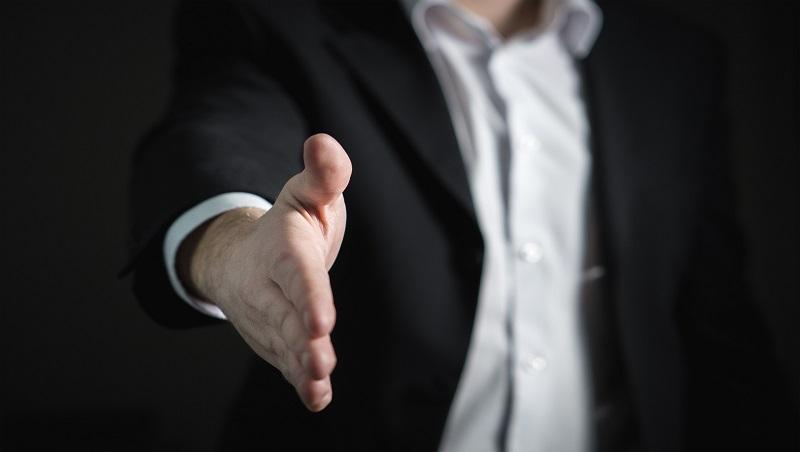 明知決策有問題,卻得聽命行事?待在僵化的企業裡,學會3件事讓你的能力優先被看見!