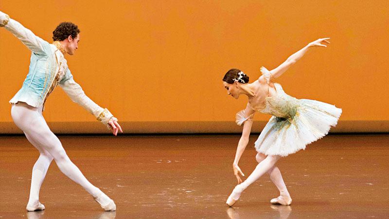 美國芭蕾舞團舞者詮釋古典芭蕾經典舞碼《睡美人》。