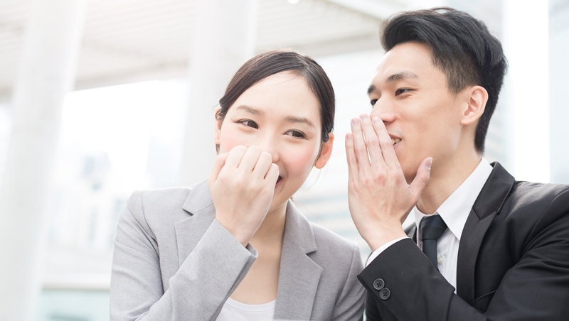 愛說閒話或搞小團體,在老闆心中代表「能力不足」!不想被誤會愛八卦,專家建議3個應對原則