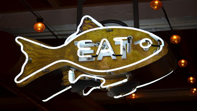 邀約朋友一起聚餐時,熱情招呼對方eat more,為何被西方人視為不禮貌的表現?