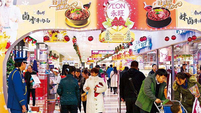 康師傅近來以「現代中國美好家庭」為主軸,除了在賣場廣告,還結合電玩遊戲、微電影,讓泡麵年輕化。