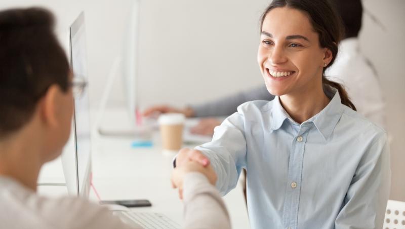 從靠客戶施捨業績,到新簽合約成長10多倍!世界頂尖業務:學會3個問句,讓客戶成交還會感謝你