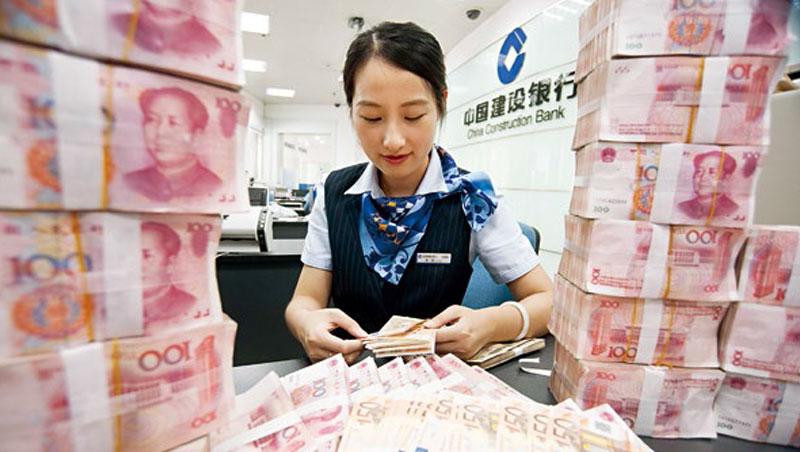 中美貿易戰開打後,人民幣一路走貶,中國想靠貶值抵銷美國加徵關稅的衝擊,支撐陸企獲利,但效果有限。