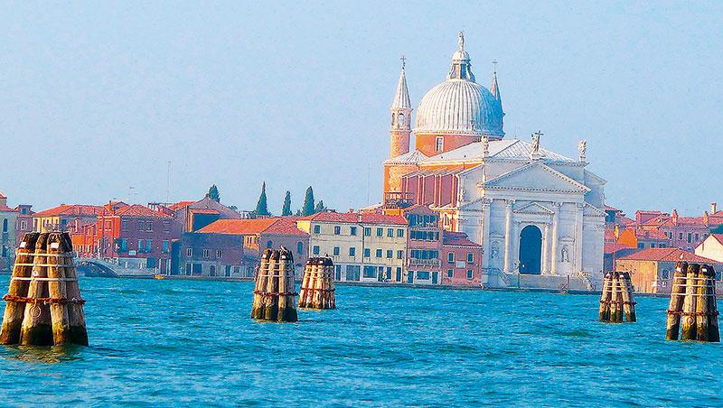 沉沒中的威尼斯,搶救的呼籲越大,遊客隨之變得越多。