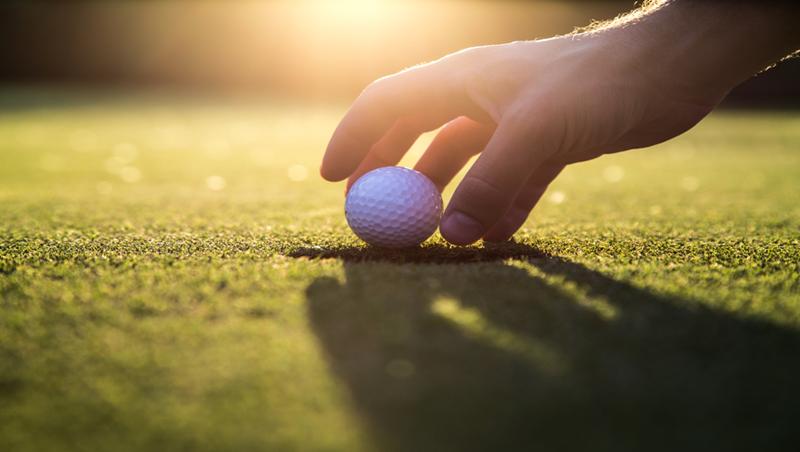 打高爾夫、身穿名牌行頭…退休才發現以前多浪費!前外商老總:卸下社交光環,才是生活試驗的開始