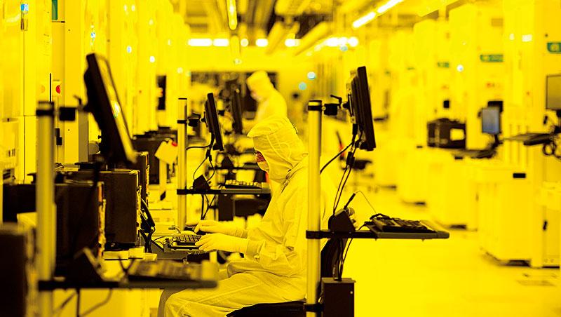 格芯即使有中東的大股東奧援,市占率排名第二,仍無法繼續先進製程,證明晶圓代工業大者恆大趨勢。