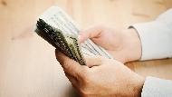 公司時薪制改成月薪制,帳面數字變多,你是真的賺到嗎?人資專家:用這方法,一算就知道是不是被佔便宜