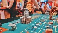 為什麼有錢人不容易變窮,窮人卻很難變有錢?一個賭場工作者的觀察