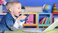 當台灣媽媽不想讓小孩玩電腦,以色列小2卻已經教孩子自己做ppt...以色列教養學:用「放任」教出「自主」小孩