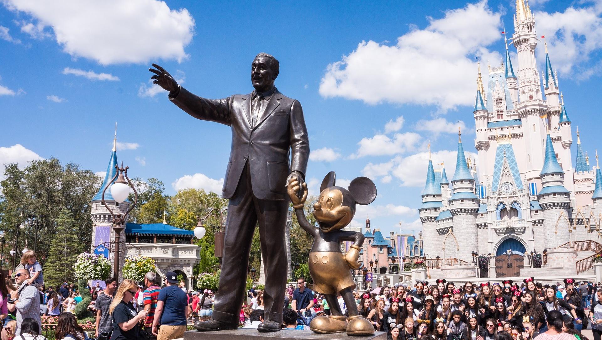 誤丟垃圾桶的戒指,卻能在4小時後找回!迪士尼9成員工都是兼職,為什麼還能屢創「魔法」?