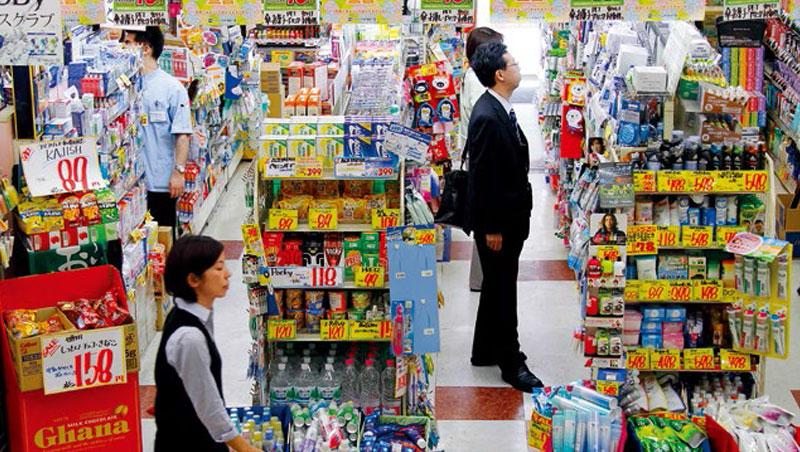 日本藥妝店一向是觀光客淘寶聖地,亞洲旅客尤其喜愛搶購日常藥用品,小林製藥的「神藥」之名就是這樣被捧紅。