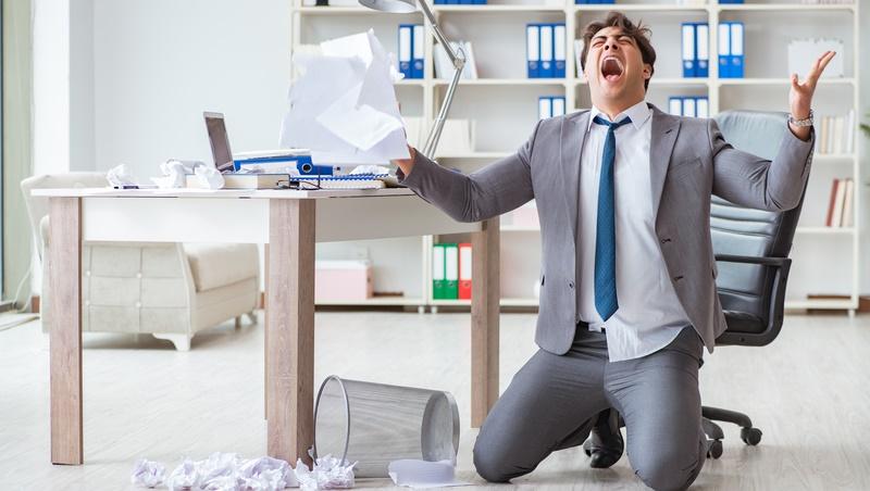 客戶意見一直改、同事不配合、老闆嫌...理智線天天斷怎麼好好上班?「聰明生氣」靠5招,救回工作和關係!