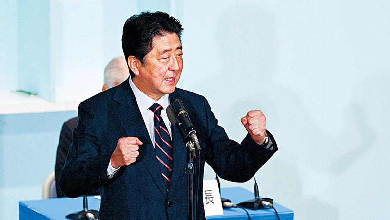 「我要打造『終身不退休社會』。」為解決人口不足,日本首相安倍晉三提出65歲以上繼續工作的政策。