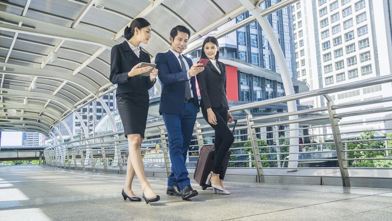 聽腳步聲就知道是哪種人!形象管理專家分享:6種害你職場被扣分的走路方式