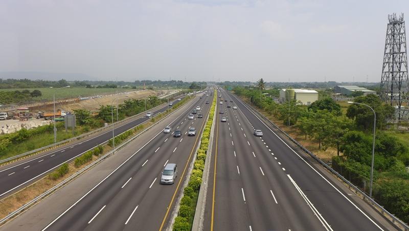 聽到同事說fast lane,不是指「快車道」...從高速公路常見英文,學職場實用片語
