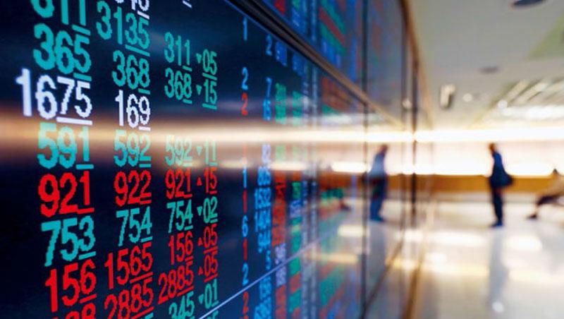 台股成提款機,外資連續賣超匯出,連帶拖累新台幣貶破31元大關,包括壽險股匯損、外銷概念股前景都受衝擊。