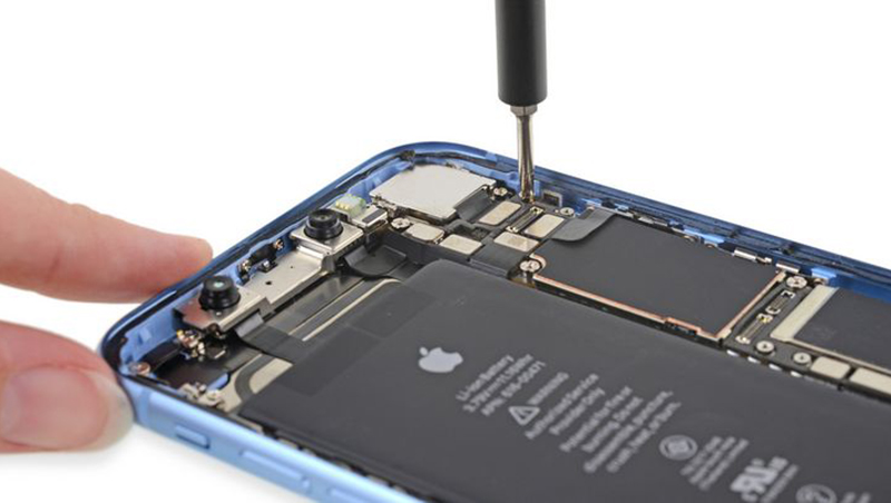 平價款iPhone XR開賣,到底該不該入手,知名拆機團隊拆開後,得到這個答案