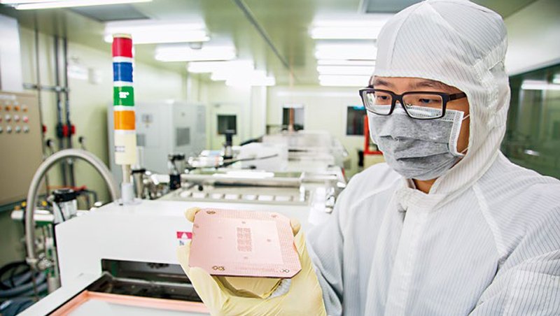 身為中華電小金雞的中華精測,去年股價最高達1,200元,如今只剩約1/3。
