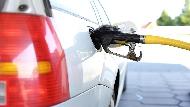 「油價凍漲到年底」別高興得太早...理財部落客告訴你,官方平抑物價的背後盤算!