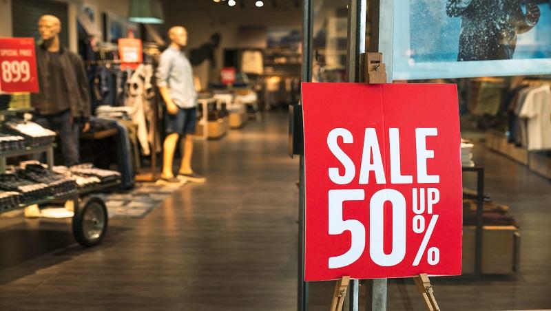 到百貨逛街,為何店員總是站側邊、等3秒才向你搭話?日本銷售講師,揭露賣場推銷伎倆