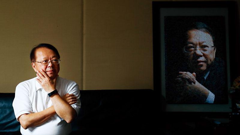 1997年, 侯西峰是101大樓得標呼聲最高的廠商,《商業周刊》還以他當封面人物。