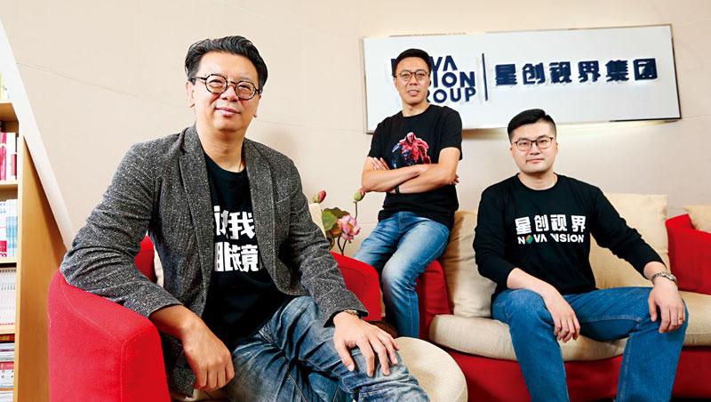 星創視界 董事長王智民(左1)、營運長劉冀忠(中間)、首席專業官連捷(右1)