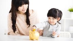 孩子好想買玩具,如何讓他心甘情願存錢?理財專家:開「爸媽銀行」,讓孩子體驗複利威力