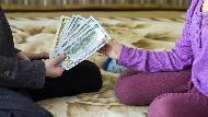教孩子理財,從認識美元開始!趁台幣貶破31元,理財專家用「電玩點數」教兒子認識匯率