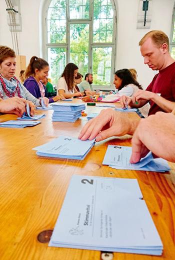 瑞士公投開票,並非由公務員負責計票作業,而是一般公民。