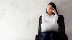 拿掉工作,你的人生還剩什麼?一個精神科醫師觀察:20歲年輕人,就已經有「中年危機」