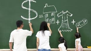 一個家庭每月存不到2萬,該讓孩子知道嗎?不想養出啃老族,理財專家靠一