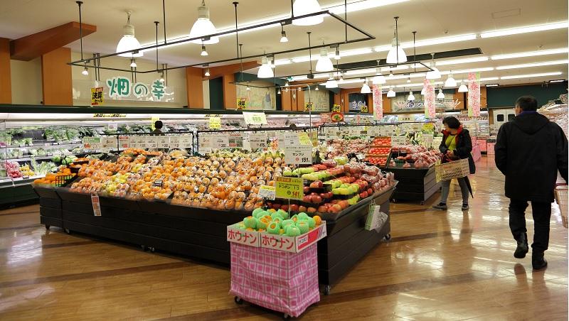 「顧客至上」不是養奧客!一件商品也進貨…看這間日本中型超市如何打敗大企業,變顧客最愛?