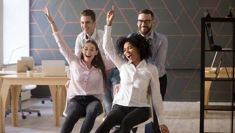 要與人相處的工作,都需要「幽默感」!不是會講笑話就夠了...想提升魅力該知道的4件事