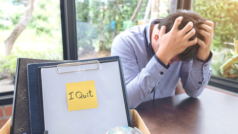 要離職,同事卻遲遲不交接,該怎麼辦?人資專家:4招讓你輕鬆與公司分手