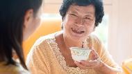「我好喜歡住安養院」花了兩年,她用婆婆的話證明:割捨掉別人的期待,才能做出正確決定