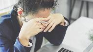 躲在廁所哭,老闆竟說「該升官了」...百大企業講師:用對「眼淚」,讓你應付奧客戶還能成功升遷