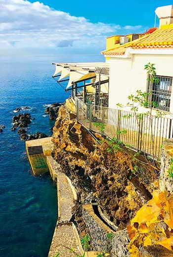 西班牙南部的小島冬季均溫攝氏十五至二十度,氣候溫暖、風景宜人。