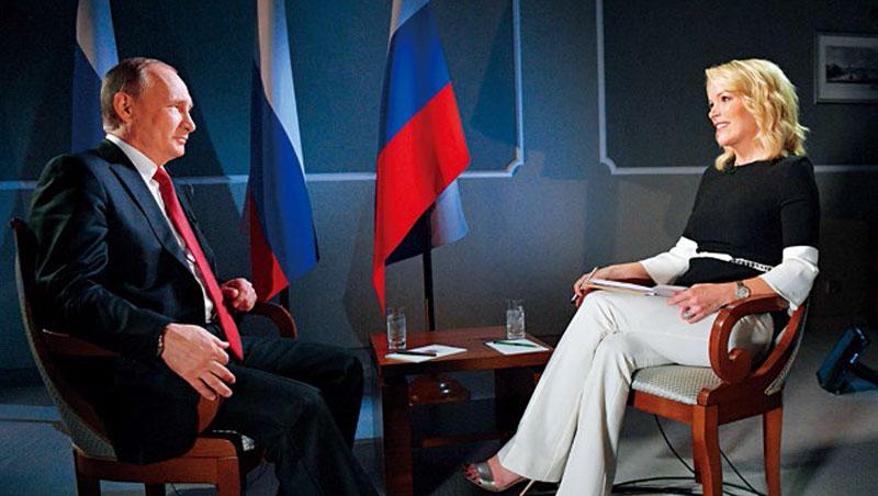去年6月,凱莉(右)二度專訪俄羅斯總統普欽(左),面帶微笑猛攻,反而是普欽接招時臉色越來越沉重。